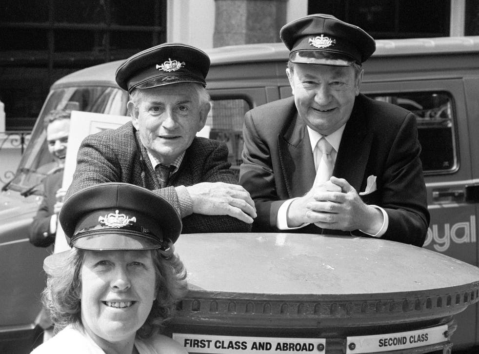 <p>BBC stars Robert Fyfe (left), Peter Sallis (right) and Kathy Staff appearing in London to promote the launch of a Royal Mail guide to its postbus network in 1989 </p>