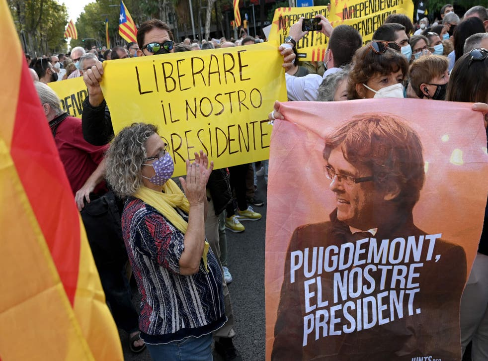 <p>Demonstration outside Italian consulate in Barcelona after arrest of exiled former Catalan president Carles Puigdemont in Italy</p>