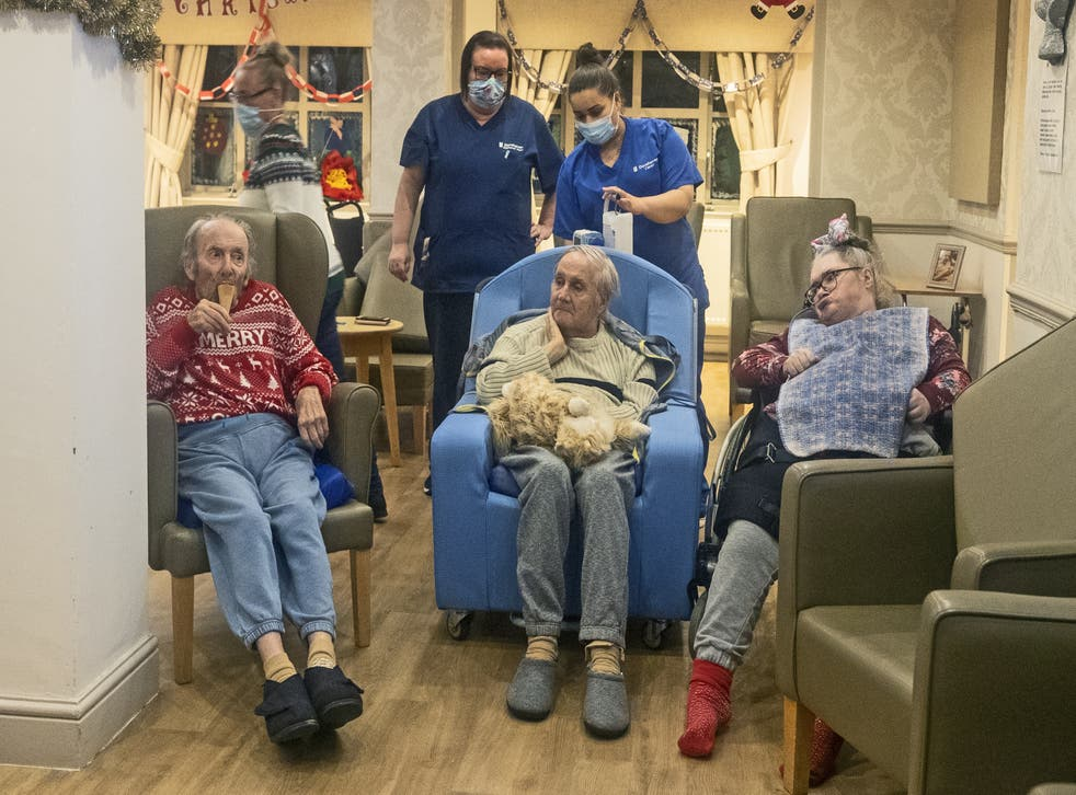 <p>Residents and care workers at Churchview Nursing Home in Liverpool watch a video of last year's christmas lights switch on in Liverpool city centre. </p>