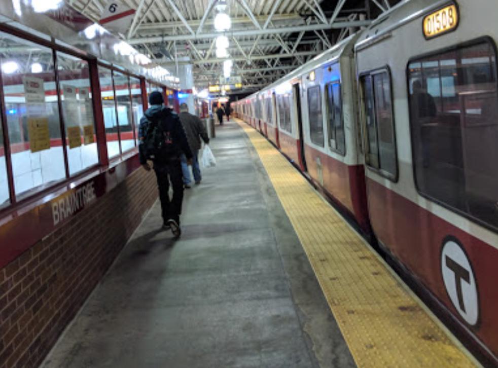 El presunto asalto tuvo lugar en la estación de tren de cercanías Braintree al sur de Boston.
