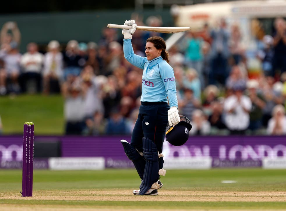 <p>Tammy Beaumont salutes the crowd</p>