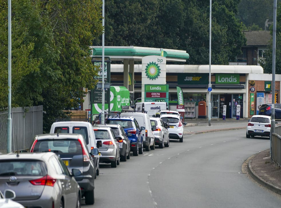 <p>Cars queue for fuel at a BP petrol station in Bracknell, Berkshire </p>