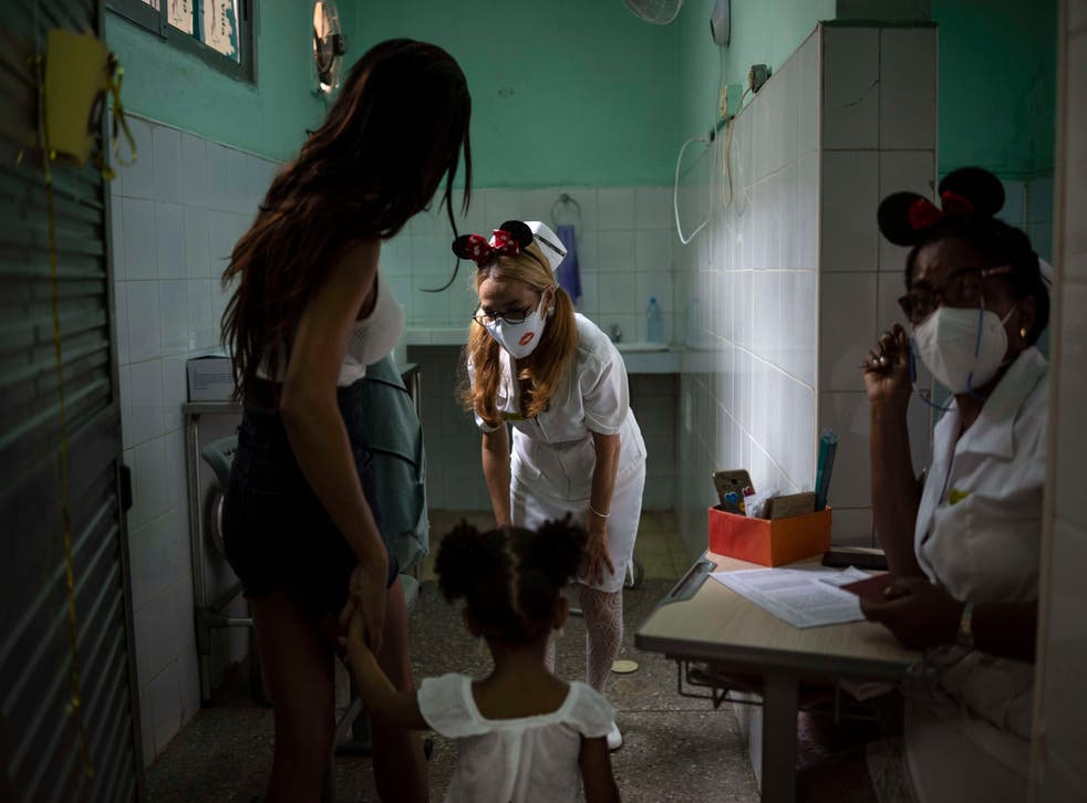 APTOPIX Virus Outbreak Cuba - Youth Vaccines