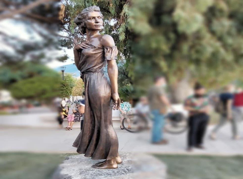 <p>The statue is sculptor Emanuele Stifano's tribute to Luigi Mercantini's poem 'The Gleaner of Sapri' </p>