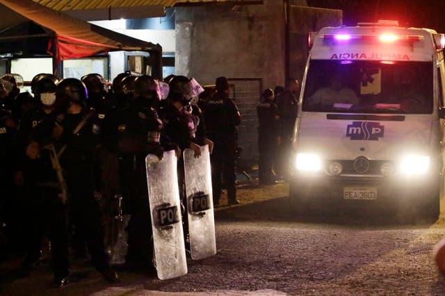 <p>El servicio de policía nacional del país dijo que había enviado a 400 agentes para restablecer el orden.</p>