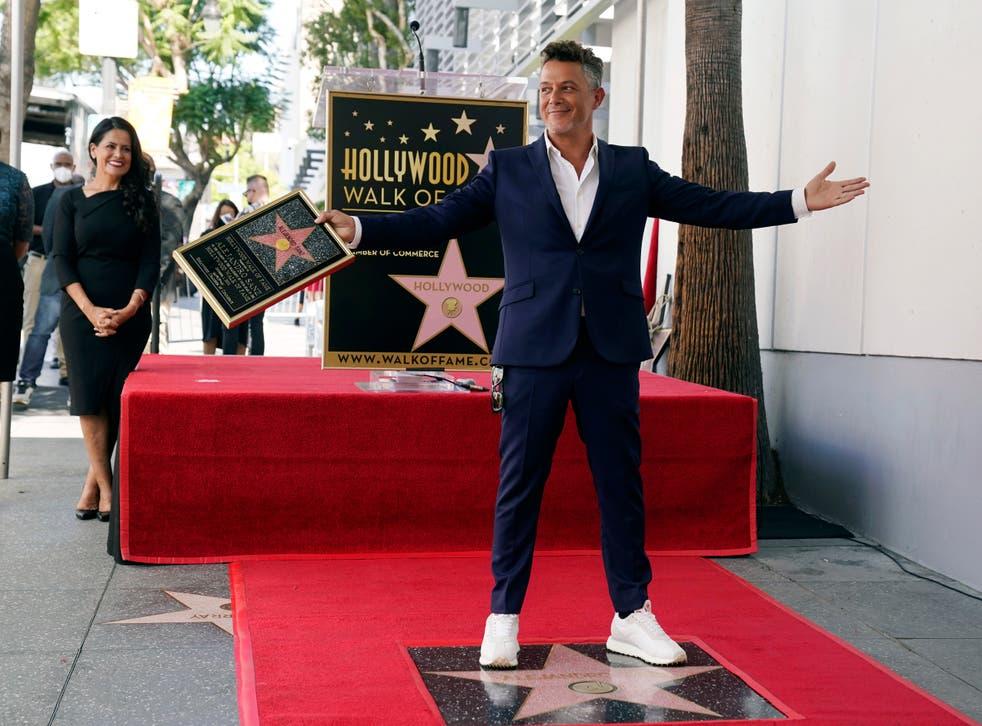 Sanz devela estrella en el Paseo de la Fama de Hollywood | Independent Español