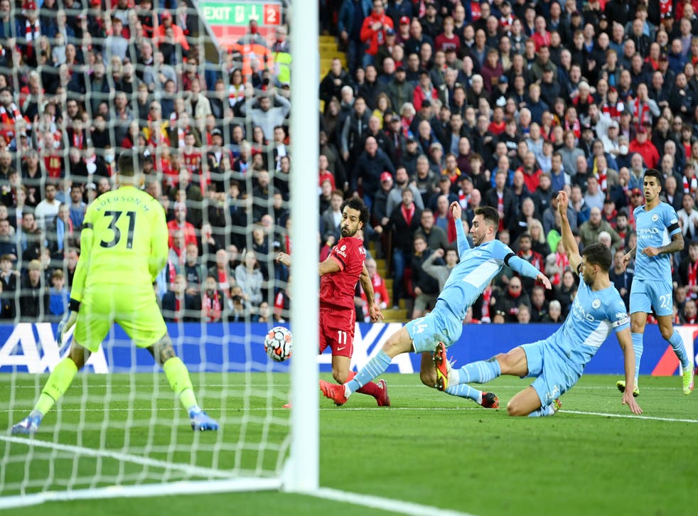 <p>Mohamed Salah fires home Liverpool's second goal in the draw with Manchester City </p>