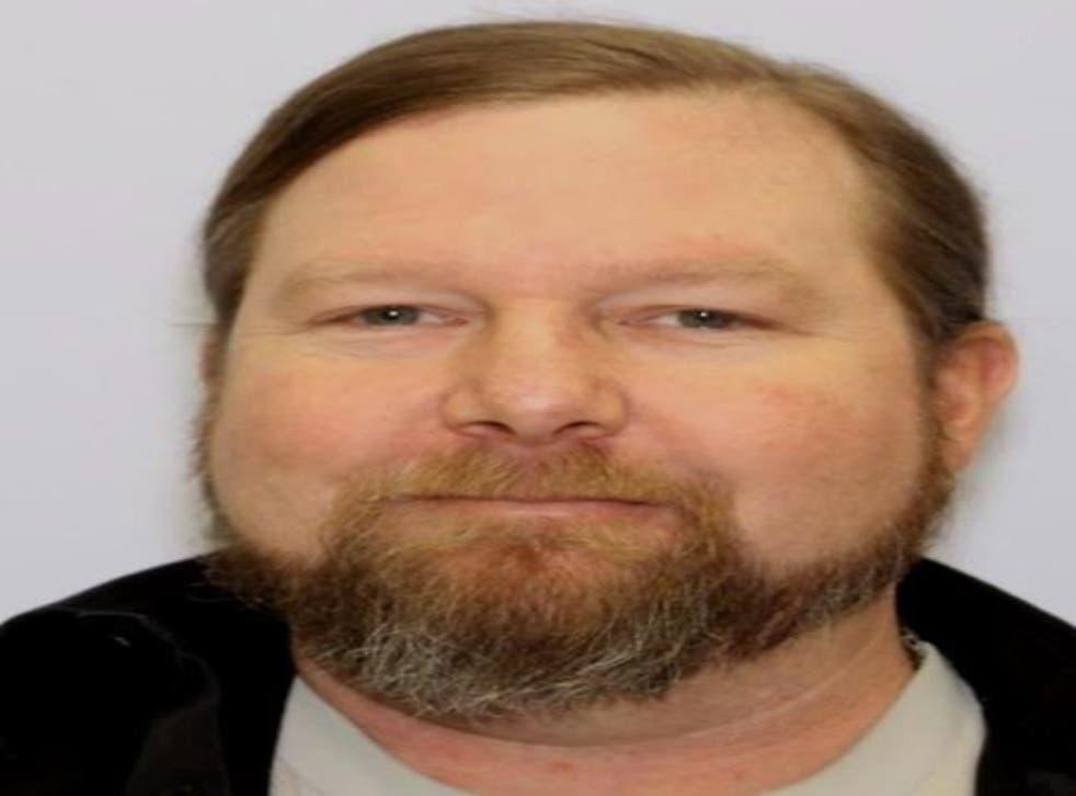 El hombre de Maryland, Jeffrey Allen Burnham, fue acusado de matar a su hermano farmacéutico por administrar la vacuna Covid.