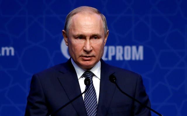 El presidente ruso, Vladimir Putin, asiste a una ceremonia que marca el lanzamiento formal del gasoducto TurkStream que llevará gas natural ruso al sur de Europa a través de Turquía.