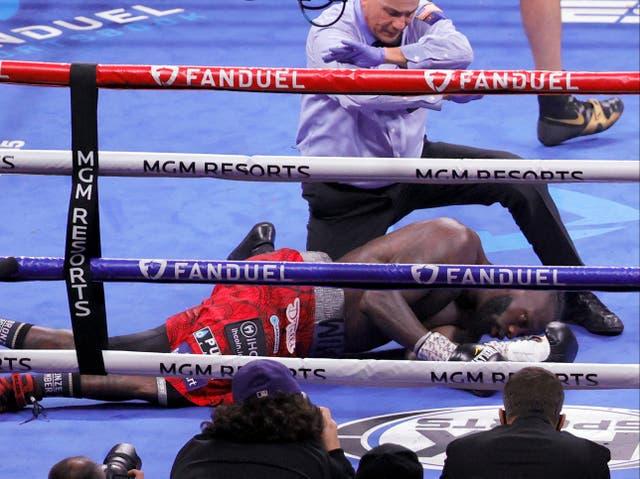 Deontay Wilder fue noqueado por Tyson Fury en el undécimo asalto de su tercera pelea