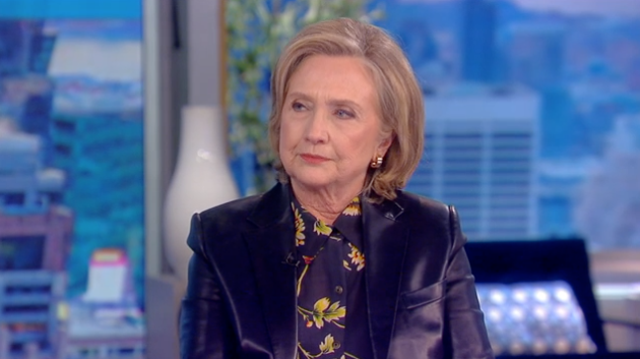 Hillary Clinton durante una aparición en 'The View' el 11 de octubre de 2021