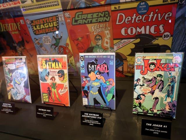 Libros de historietas en exhibición en los estudios Warner Bros el 24 de junio de 2021 en Burbank, California
