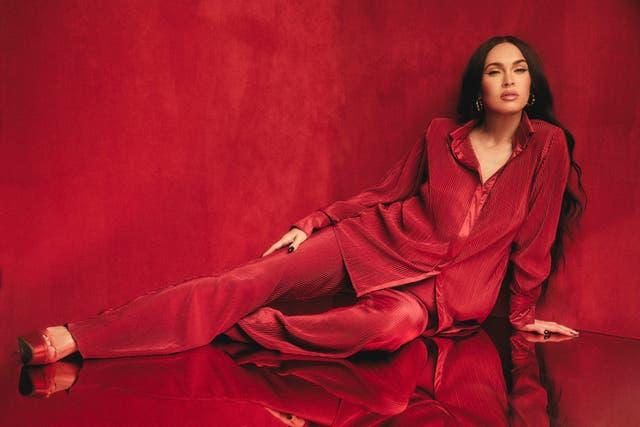 Uno de los looks de la colaboración de Megan Fox con Boohoo