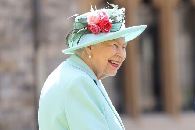 La reina Isabel II una vez envió un plato de ensalada después de encontrar una babosa muerta