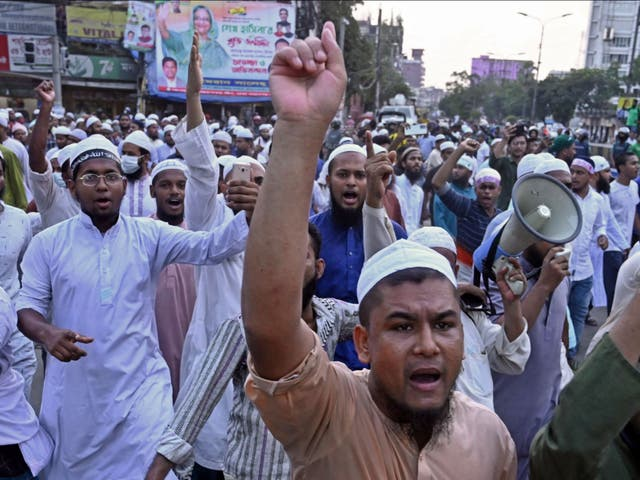 <p>Activists of Islami Andolan Bangladesh take part in a protest outside the National Mosque in Dhaka</p>