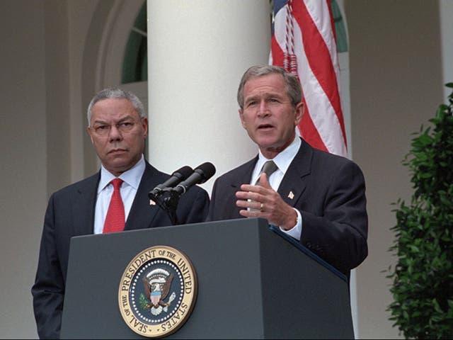 El ex presidente estadounidense George W Bush y el difunto secretario de Estado Colin Powell, fallecido