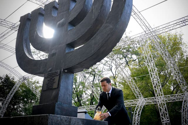 <p>Ukraine president Volodymyr Zelensky laying down a lamp at the Minora memorial in Kiev, to mark the 80th anniversary of the Babi Yar massacre</p>