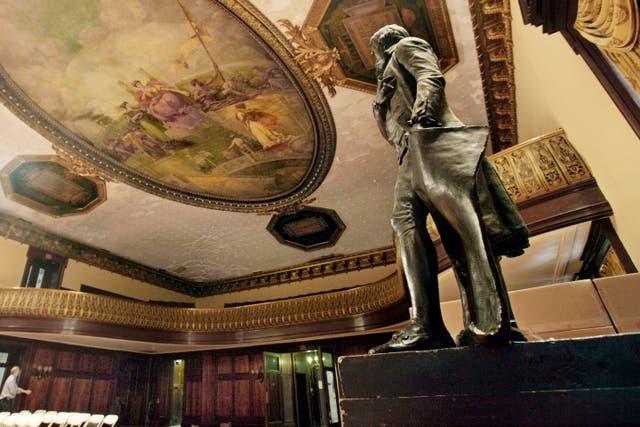 La estatua de Thomas Jefferson que se encuentra en la Cámara del Consejo del Ayuntamiento de Nueva York desde hace más de 170 años (foto de 2010).