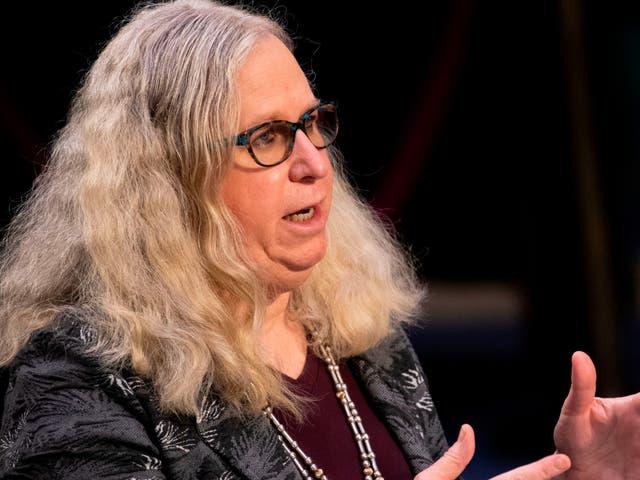 La Dra.Rachel Levine se convierte en la primera almirante de cuatro estrellas abiertamente transgénero