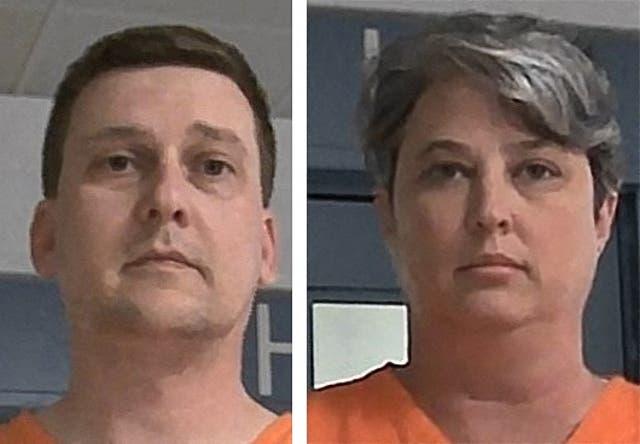 Fotos de reserva sin fecha de la Autoridad de la Cárcel Regional y Correccional de Virginia Occidental en Charleston, Virginia Occidental, muestran a Jonathan Toebbe y Diana Toebbe después de sus arrestos.