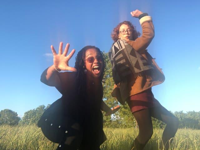 Una imagen sin fecha de un folleto de Bibaa Henry, de 46 años, y Nicole Smallman, de 27, quienes fueron apuñalados hasta la muerte por Danyal Hussein en un parque en Londres, Gran Bretaña, en junio de 2020.