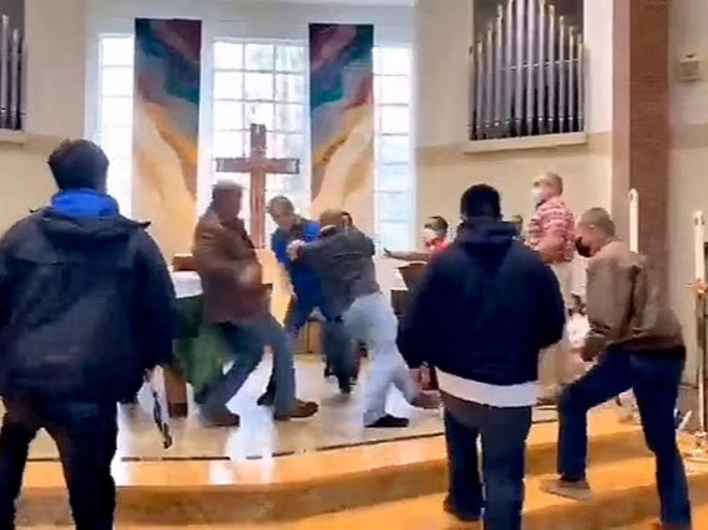 Fight breaks out after Catholic priest orders maskless man to leave church in Washington