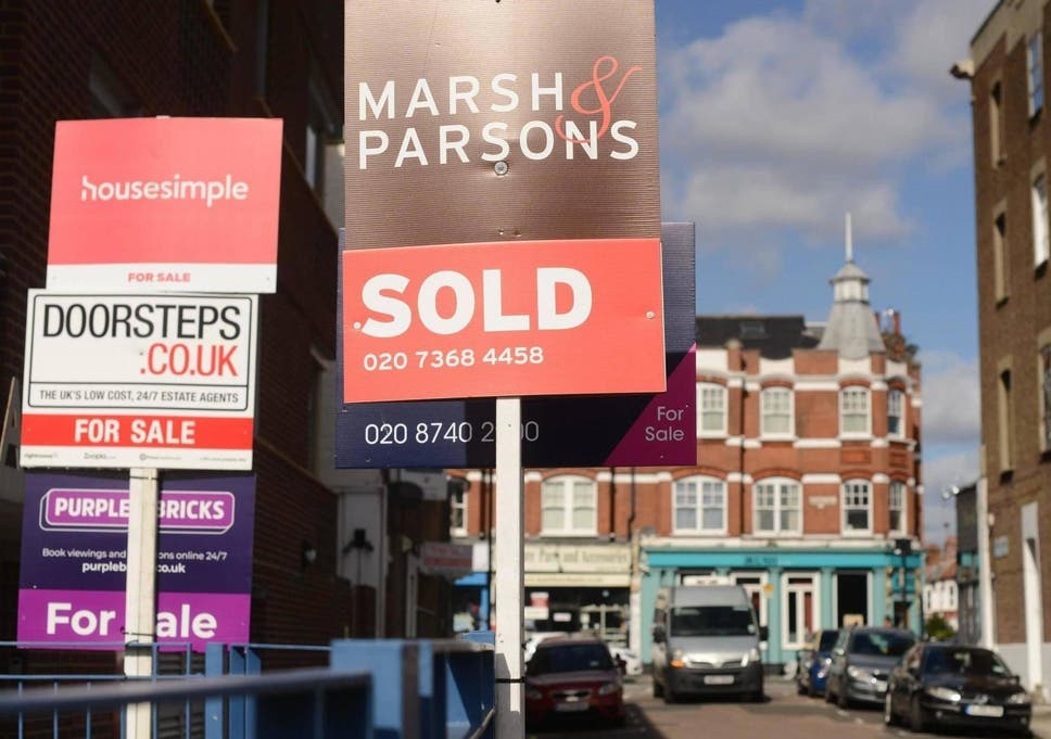 UK property market: Gap between asking and selling prices widens as