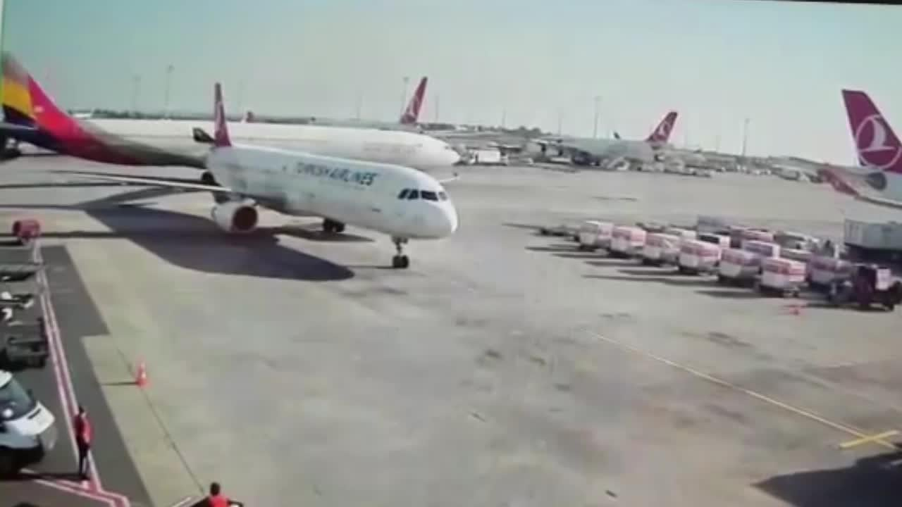 0df23bfe11 Footage shows moments two plane collide with each other in Istanbul ...