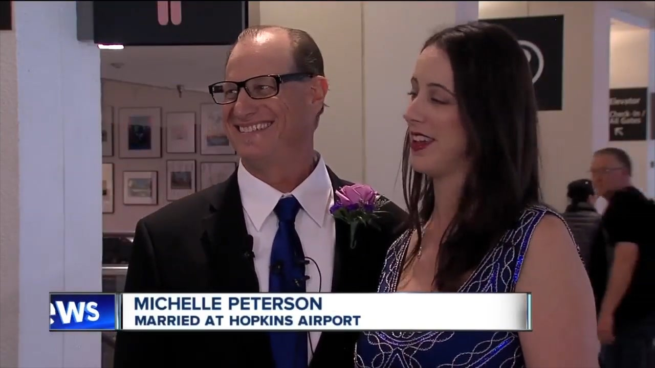 Couple get married at airport baggage claim