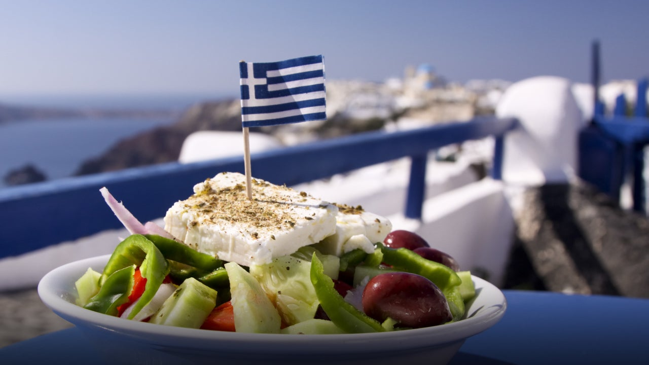 Greek undercover officers crack down on 'rip-off' restaurants