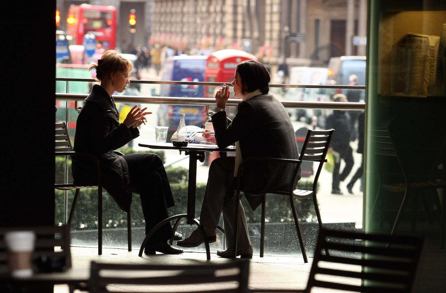 сидим в кафе картинки призывает поклонников комплексовать