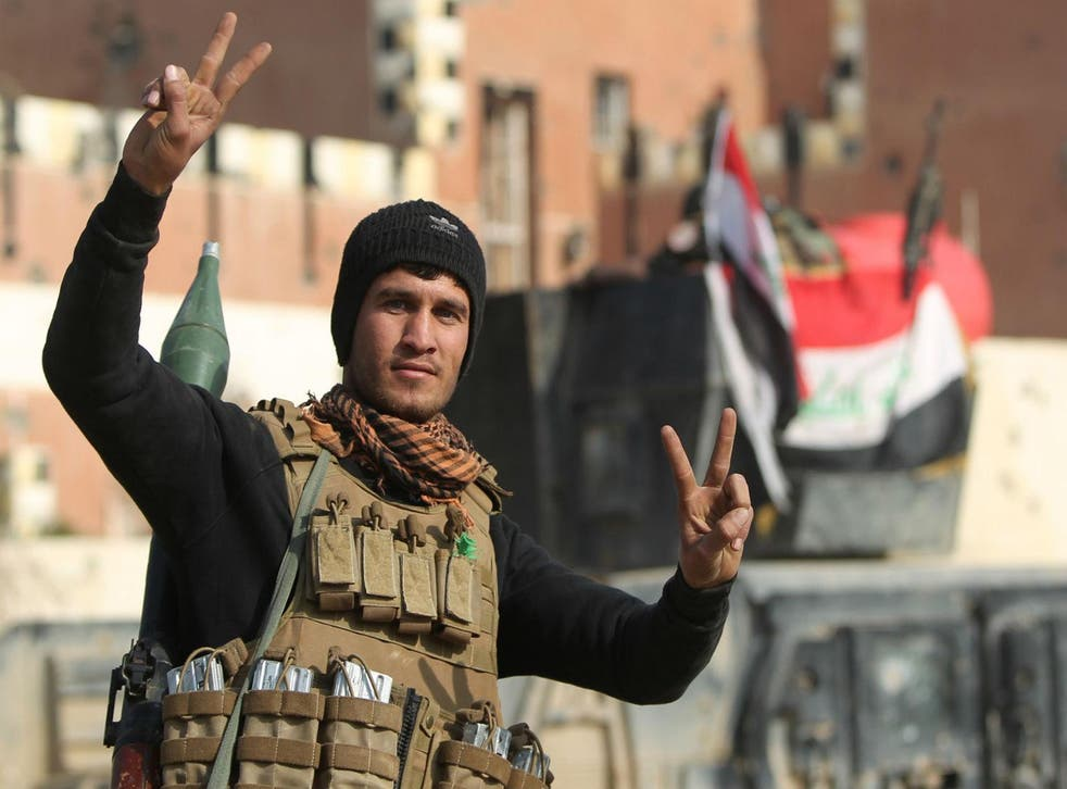 A member of Iraq's elite counter-terrorism service in Ramadi on December 28, 2015