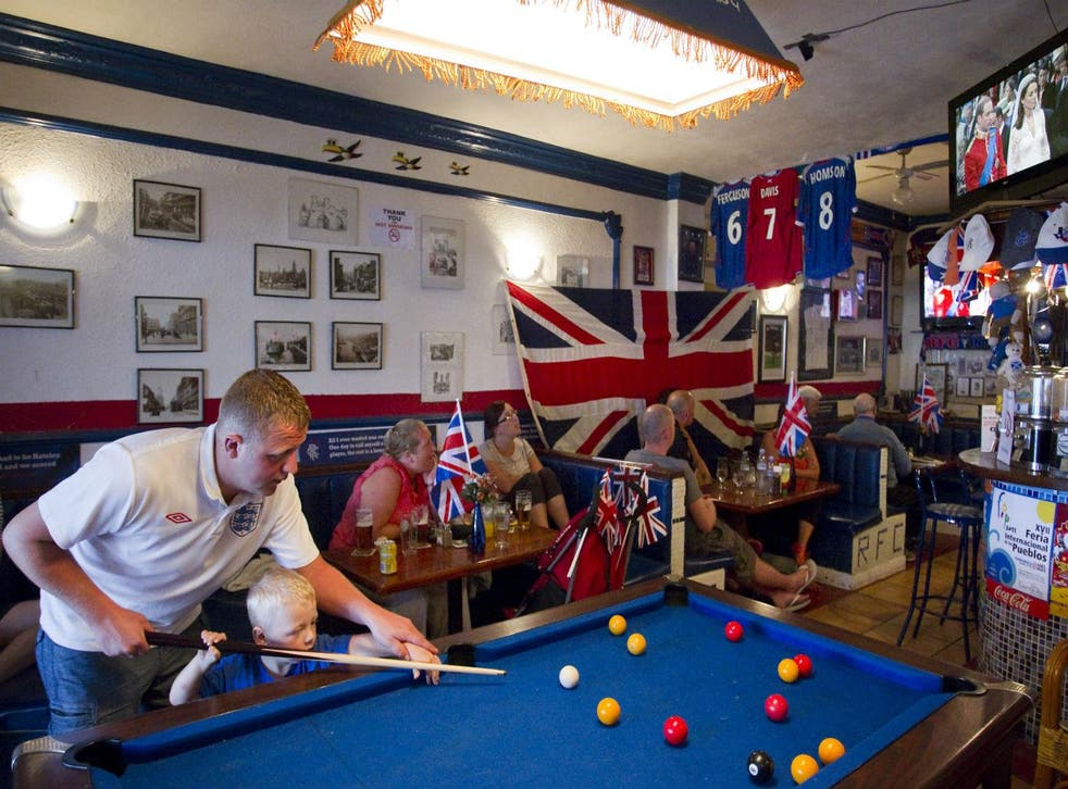 British expats play pool and watch the royal wedding between Prince William and Catherine on TV at British pub... in Benalmadena, Spain