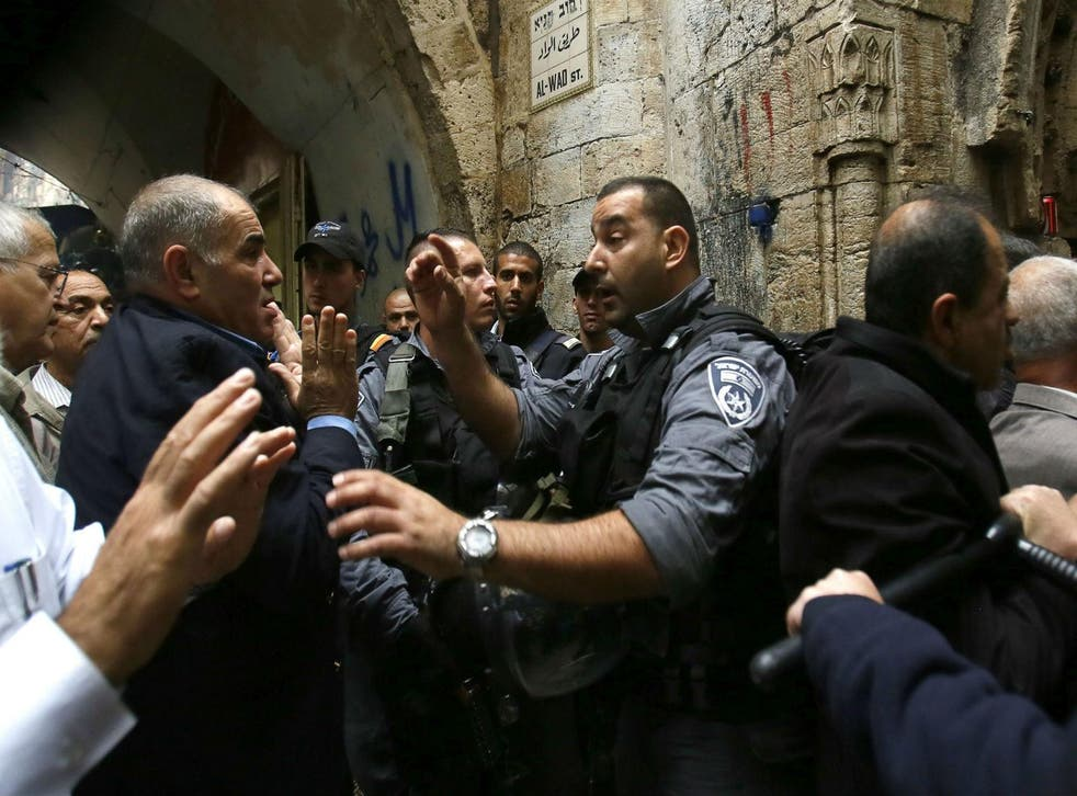A Palestinian man argues with Israeli anti-riot police deployed for the Friday prayer on October 31, 2014 in Jerusalem's Old City