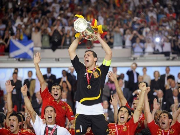 spain-euro-2008-trophy.jpg