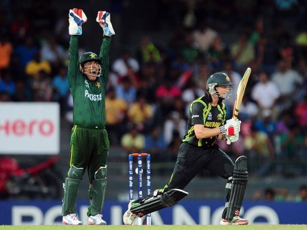 Pakistan-wicketkeeper-Kamra.jpg