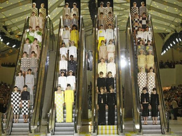 PG-27-escalators-ap.jpg