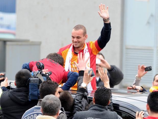 Wesley-Sneijder-is-welcomed.jpg