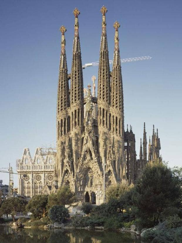 What makes a cult building the independent the sagrada familia church in barcelona fandeluxe Gallery