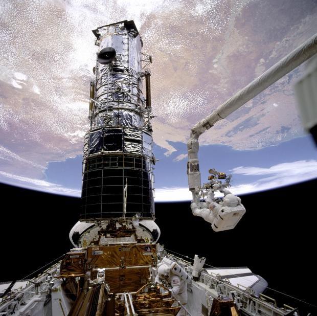 Astronauts-repairing-the-Hu.jpg
