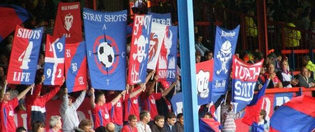 AN22363324Fans-and-banners.jpg