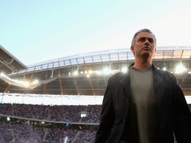 Jose-Mourinho-looks-on-prio.jpg