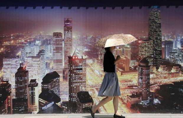 AN23044542A-woman-walks-pas.jpg