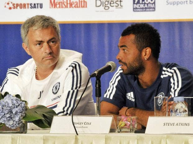 mourinho-ashley-cole.jpg