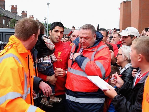 Suarez-Anfield.jpg