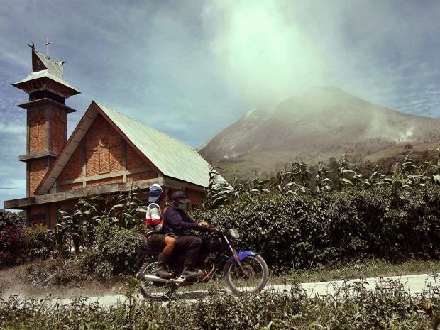 34-volcano-indonesia-epa.jpg