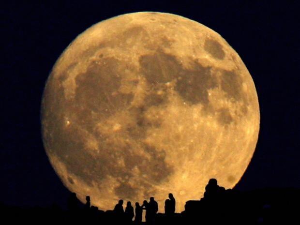 32-moon-afpgtr.jpg