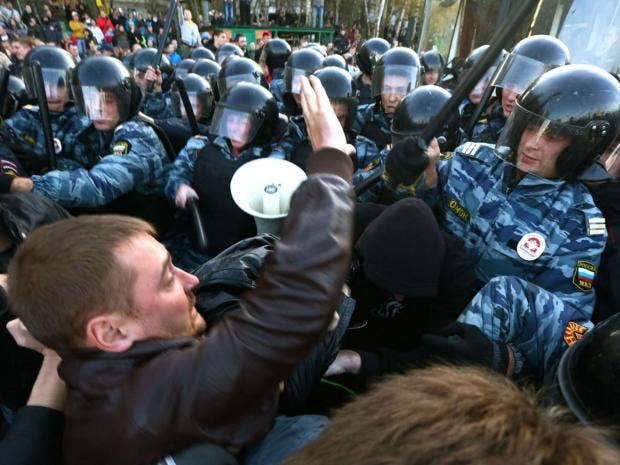 Moscow-riot-police-web.jpg