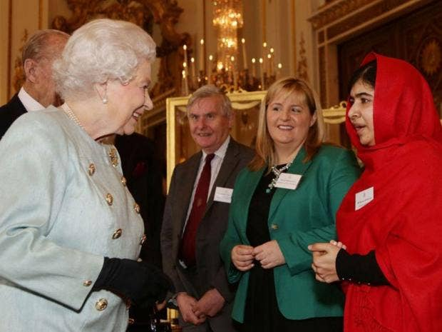 malala-meets-queen.jpg
