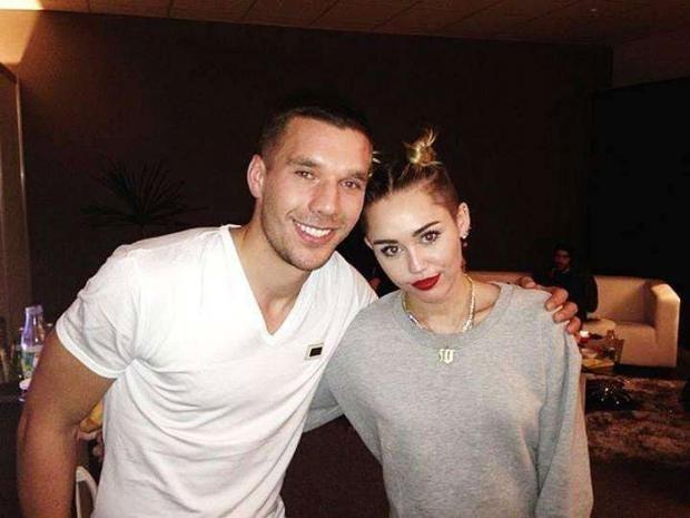 Lukas-Podolski-Miley-Cyrus.jpg